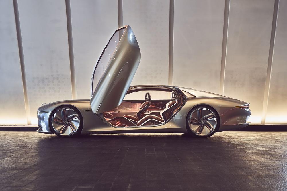 На фото: своє бачення електромобілів майбутнього марка показала в повністю електричному концепт-карі EXP 100 GT