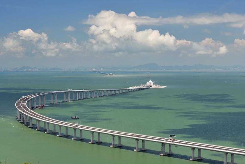 На фото: Система азійських тунелів та мостів